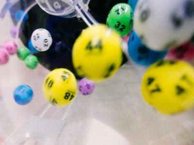värikkäitä lottopalloja